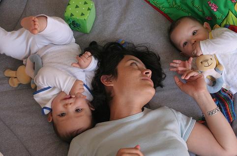 como-amamantar-gemelos