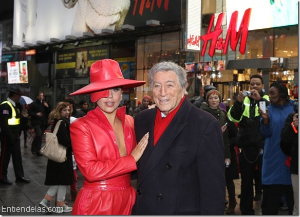 US-LADY-GAGA-AND-TONY-BENNETT-VIEWING-H&M-HOLIDAY-CAMPAIGN-IN-TI