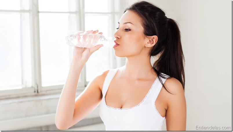 Beneficios de tomar agua en ayunas
