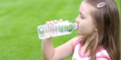 Cmo-inculcarle-a-tu-hijo-la-costumbre-de-tomar-agua.jpg