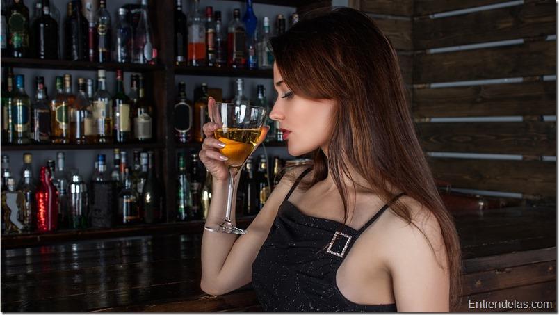 mujer-copa-vino